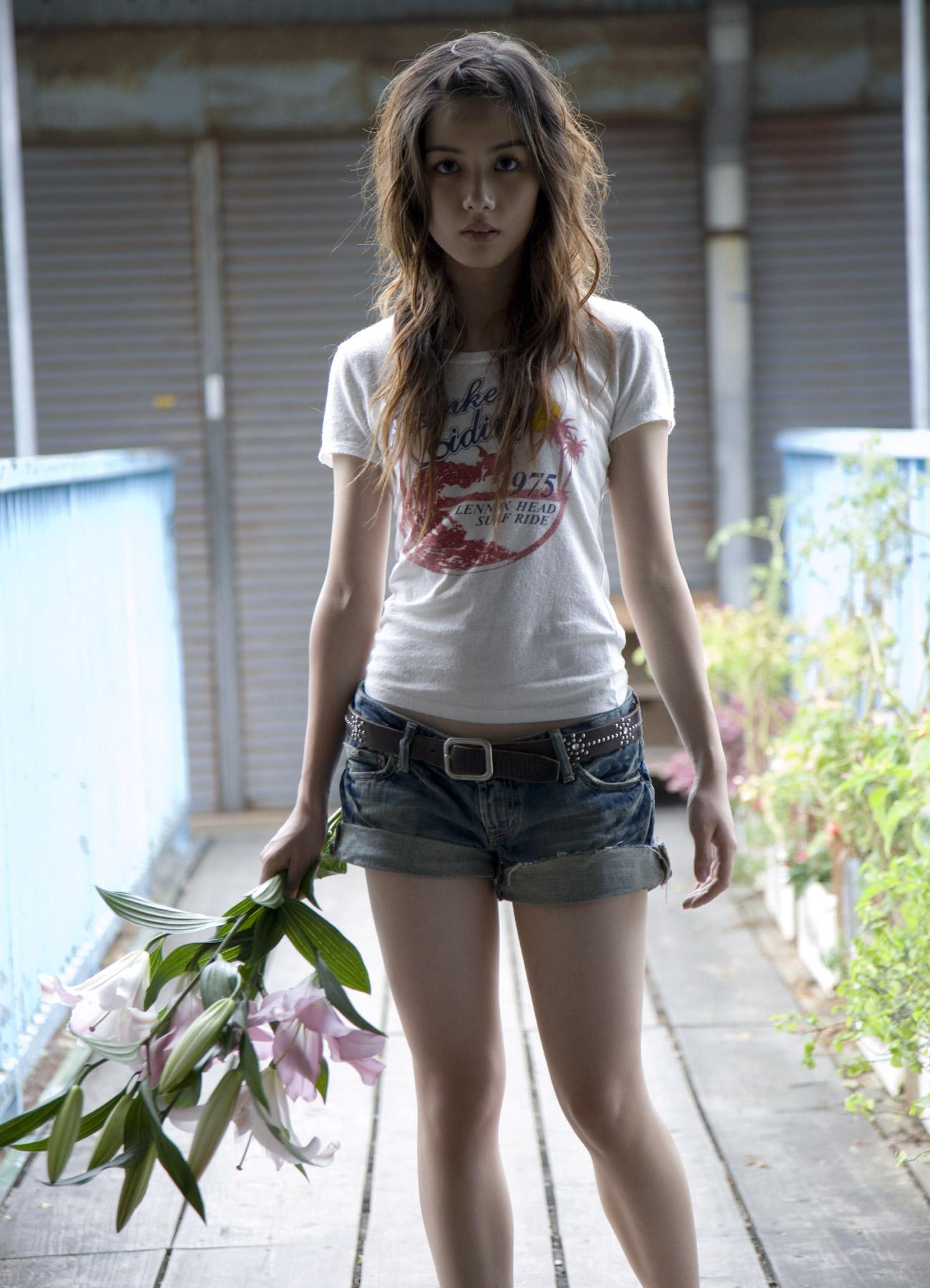 Фото молодых азиаток в обтяж джинсах 23 фотография