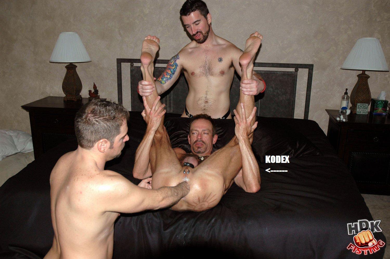 Смотреть фистинг с геями 3 фотография