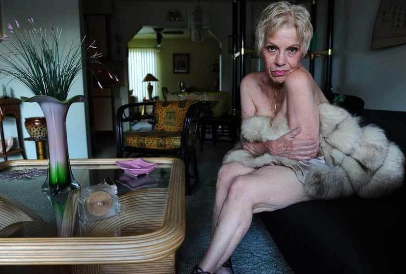 Старые женщины голые в разных местах  93121